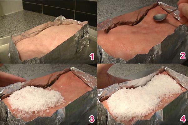 Dùng giấy bạc quấn quanh thịt và phủ kín bằng muối biể