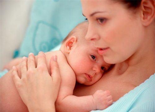 chăm sóc trẻ sơ sinh 1 tháng tuổi