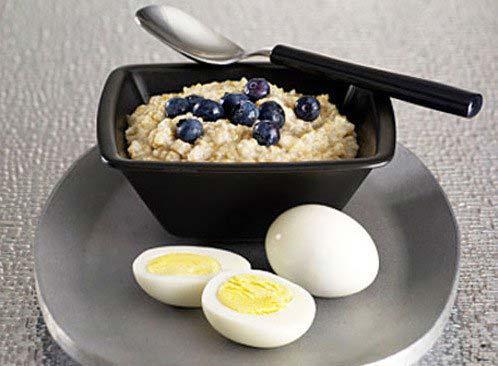 Cháo yến mạch và trứng