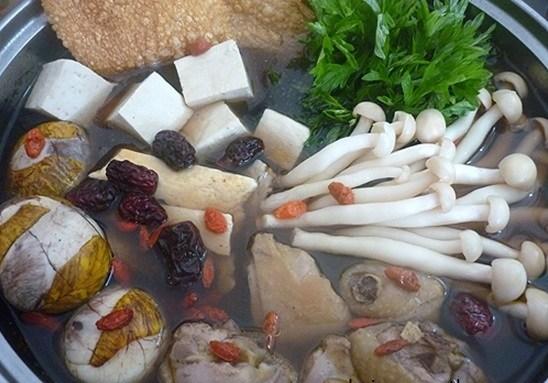 Cách làm món lẩu hột vịt lộn