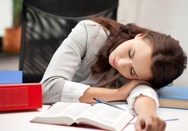 Gối tay khi ngủ