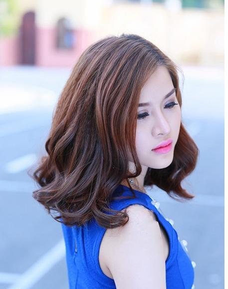 Kiểu tóc gợn sóng nhẹ cho mặt dài