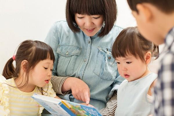 Trẻ em cư xử ngoan nơi công cộng