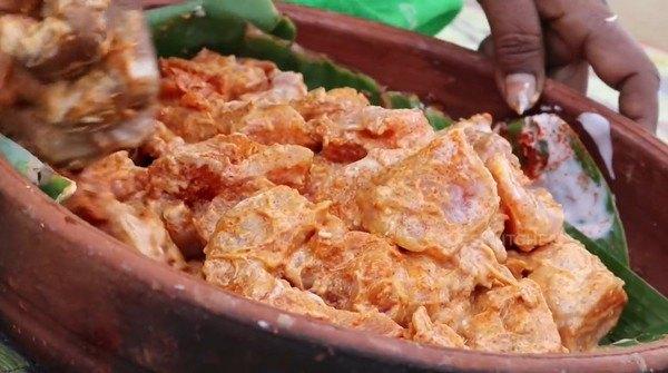 Ướp gà nấu nấm