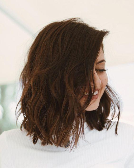 Tóc xoăn ngắn cho mặt tròn thêm xinh