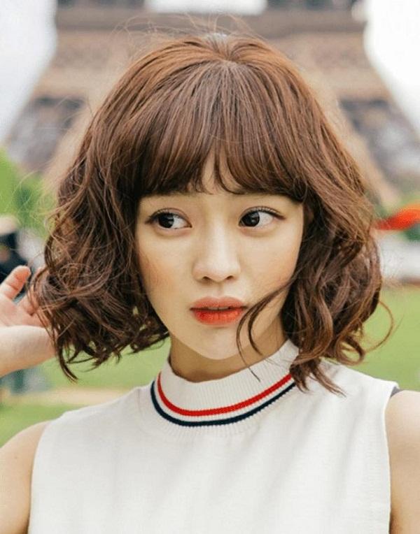 Kiểu tóc ngang vai mái thưa dành cho mặt tròn