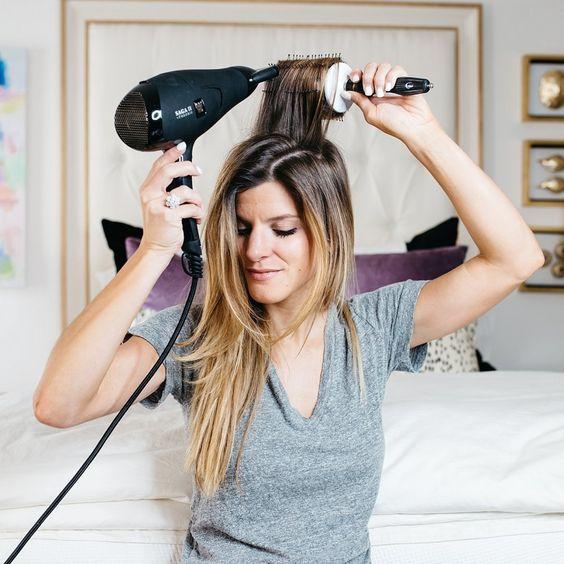 Không nên lạm dụng máy làm tóc, máy sấy