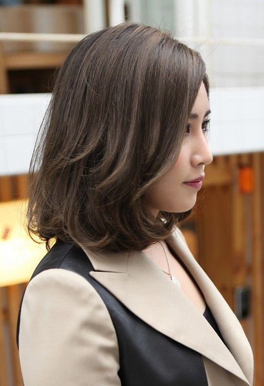 Kiểu tóc ngắn uốn lọn to phồng đuôi