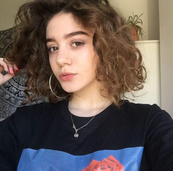 Kiểu tóc xù mì ngang vai