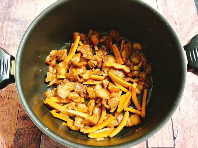 Nấu thịt kho dừa ngon