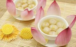 Cách nấu chè long nhãn hạt sen xứ Huế thanh nhã mát lạnh ngày hè