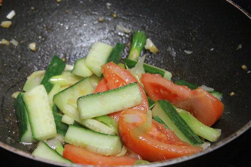 hướng dẫn xào thịt bò với cà chua