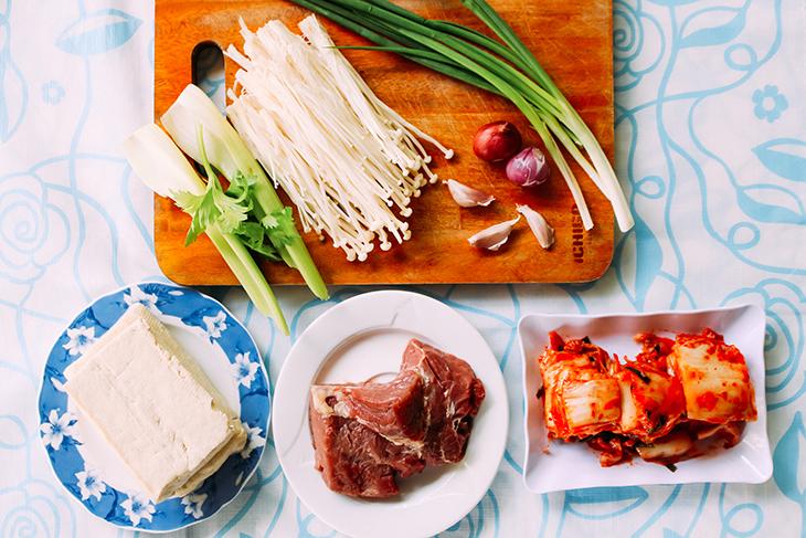 cách nấu canh kim chi thịt bò đơn giản