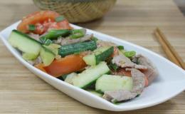 Cách nấu thịt bò xào cà chua dưa leo nhanh, ngon, bổ dưỡng
