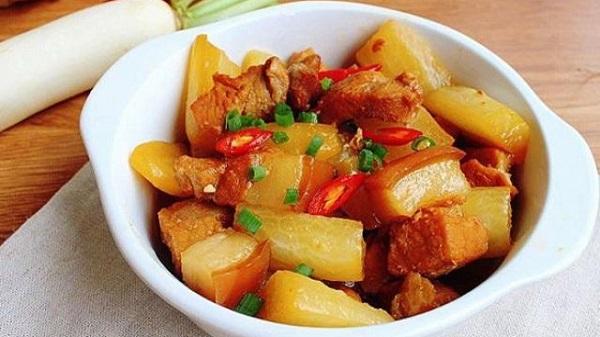 Sơ chế củ cải trắng và thịt