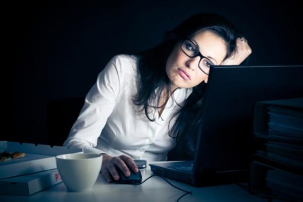 Làn da sẽ bị lão hóa nhanh chóng nếu thức khuya liên tục trong thời gian dài