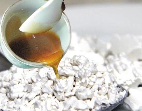 Không có chuyện chết người khi uống chung mật ong với bột sắn dây