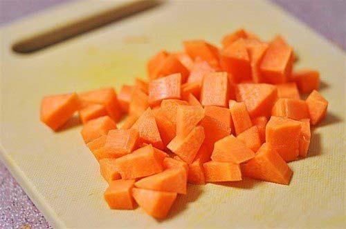 Cà rốt xắt hạt lựu