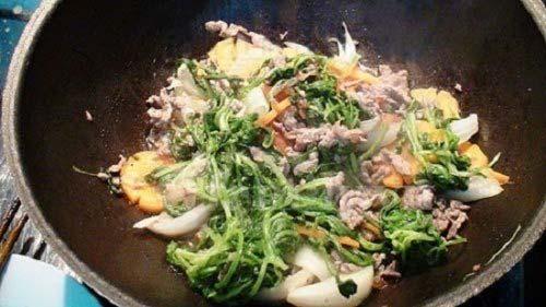 Xào rau củ với thịt bò