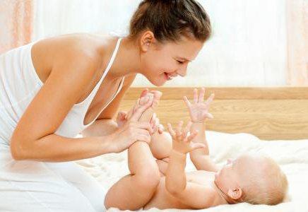 chăm sóc trẻ sơ sinh 3 tháng tuổi