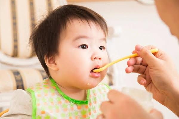 trẻ mọc răng sớm nhất là mấy tháng