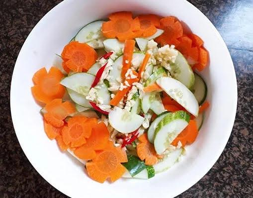 trộn dưa góp dưa chuột cà rốt