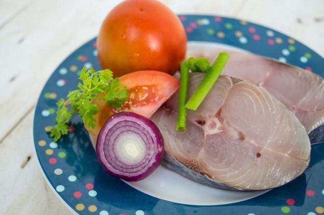 Nguyên liệu làm cá thu sốt cà chua